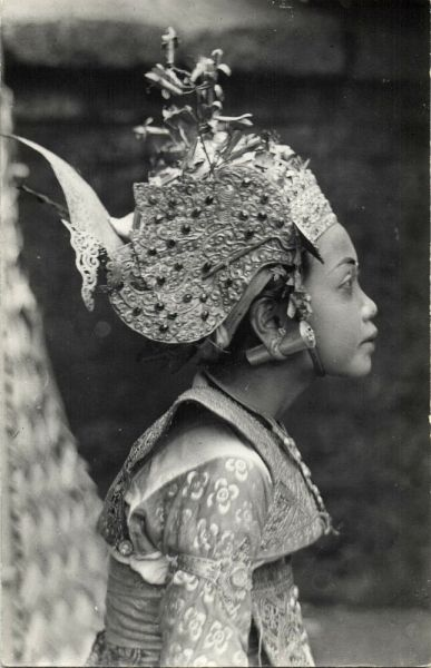 indonesia, BALI, Beautiful Girl Legong Dancer, Ear PIERCING (1940s) RPPC