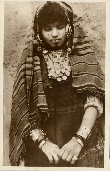 algeria, Young Berber Girl with Facial Tattoo, Jewelry (1920s) Postcard